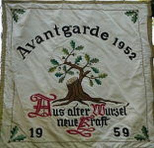 Avantgarde Fahne vorne